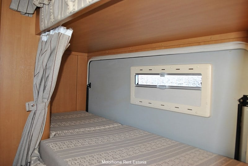 Riviera_130_inside_lower_bunk_bed