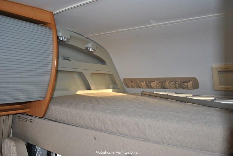 Riviera_130_inside_upper_bed_rez