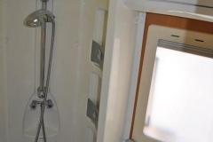 Riviera_130_inside_shower