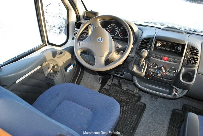 Riviera_130_inside_driver