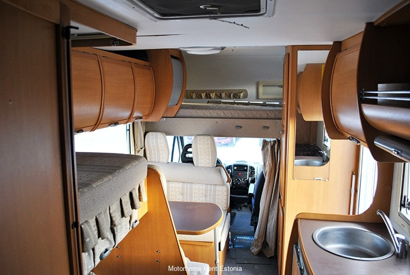 Riviera_130_inside_front