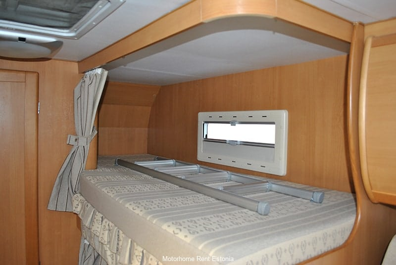 Riviera_130_inside_upper_bunk_bed