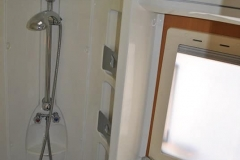 Riviera_130_inside_shower